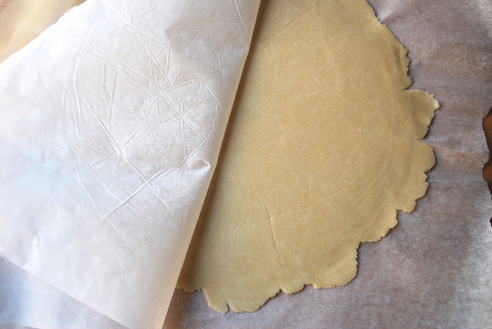 This Cream Cheese Pie Crust has only 5 ingredients, needs no added liquid, and produces a tender, flaky crust.